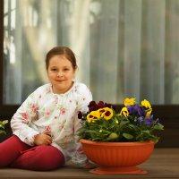 девочка с цветами :: Юрий