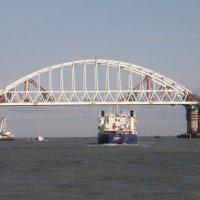Неонила и мост :: Valdemar Кравченко