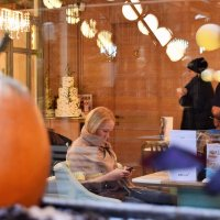 - За столиком в любимой кафешке. - :: Татьяна Помогалова
