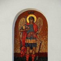 Мозаичный образ архангела Михаила на фасаде церкви. :: Александр Качалин