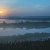 Туманное солнечное утро... :: Игорь Егоров