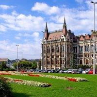 Площадь Лайоша Кошута и здание венгерского парламента в Будапеште :: Денис Кораблёв