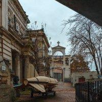 обычный двор в Севастополе :: Ардалион Иволгин