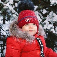 Ребёнок и снег :: Евгения Ламтюгова