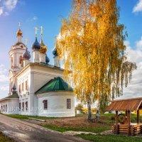 Варваринская церковь в осеннем Плёсе :: Юлия Батурина