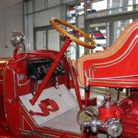 Непритязательный пожарный интерьер авто :: Вячеслав Случившийся