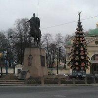 Новогодняя елка у Александра-Невской Лавры. (Ноябрь 2017 год). :: Светлана Калмыкова