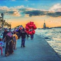 Идут смотреть на закат с Девичьей башней :: Ирина Лепнёва