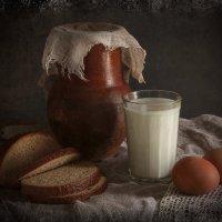 В старом доме пахнет хлебом и теплым парным молоком, Переплетами книг и рождественской елкой. :: ALISA LISA