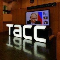 В вестибюле ТАСС :: Евгений Кривошеев