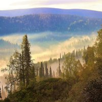 Крадётся по распадку туман :: Сергей Чиняев