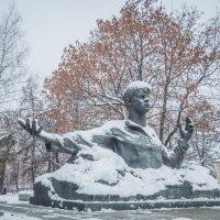 У памятника С. Есенина в Рязани :: Константин Поляков