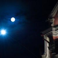 Горит полночная звезда под бледным лунным светом... :: Валентина Папилова