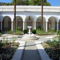 Внутренний итальянский дворик Ливадийского дворца :: Валерий Новиков
