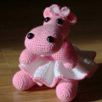Маленькая и толстенькая, розовая бегемотинка :: Марина Белоусова