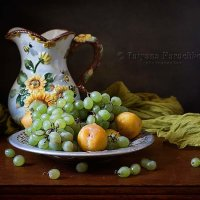 Зеленый виноград и три желтые сливы :: Татьяна Карачкова