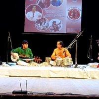 Звучить класична індійська музик :: Степан Карачко