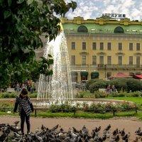 Девочка и голуби :: Сергей Карачин