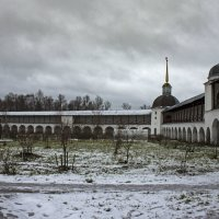 Ограда с башнями :: Ольга Лиманская
