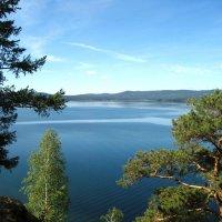 вид с пригорка на озеро Тургояк :: Татьяна Котельникова