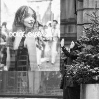 Dolce & Gabbana и селфи у ёлки :: Александр Степовой