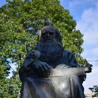 Памятник Рунапевцу :: Андрей