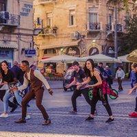 Танцы на площади :: Alla S.