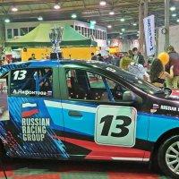 Сразу  видно ,что  гонщик  на  этой  машине  девушка! :: Виталий Селиванов