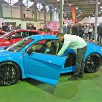 На  выставке желающие могли осмотреть любое авто внутри. :: Виталий Селиванов
