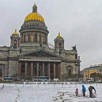 Первый снег, где найдем - там и слепим! :: Senior Веселков Петр