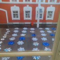 Снежинки на асфальте в Атриуме музея Петропавловская крепость. :: Светлана Калмыкова