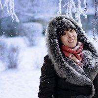 и падает снег... :: Светлана