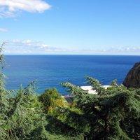 Вид на Черное море и мыс Тепелер :: Валерий Новиков