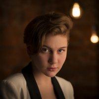 Портрет на фоне ламп :: Михаил Онипенко