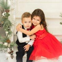Брат и сестра обнимаются :: Ирина Вайнбранд