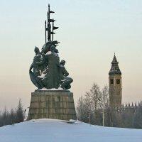 Памятник Основателям города Сургута :: Олег Петрушов