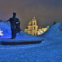 Памятник князю Юрию Долгорукому у стен Дмитровского кремля :: Андрей K.