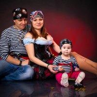 Пират и его пиратки ) :: Николай Хондогий