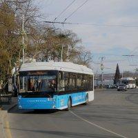 Дед Мороз за рулём троллейбуса :: Александр Рыжов