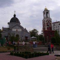 Греко - католический   храм   и   звонница   в    Трускавце :: Андрей  Васильевич Коляскин