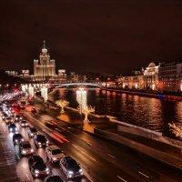 Вид на Замоскворецкую наб. с моста что в парке Зарядье :: Юрий Яньков