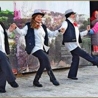Зима для танцев - не помеха! :: Vladimir Semenchukov