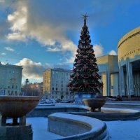 Елочка у Национальной Библиотеки... :: Sergey Gordoff