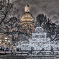 Светящийся фонтан и Исаакий HDR. :: Марина Ножко