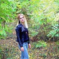 На лесных тропинках... Бродит осень.. :: Леонид