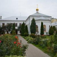 Сад Казанского женкского моностыря г. Ярославля :: Anton Сараев