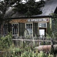 Заброшенный магазин. Козыревск, Камчатка. :: Юлия Моисеева