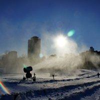 Искусственный снег. :: Александр Бабаев