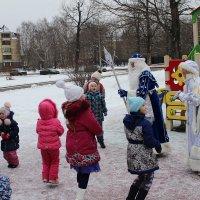 Ежегодный объезд района Дедом Морозом и Снегурочкой :: Центр Лидер
