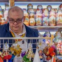 Продавец сувениров :: Борис Гольдберг